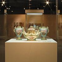 群馬県立近代美術館《磁器展》会場・サイン 2003