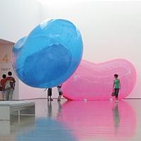 群馬県立近代美術館《「まる。」展》会場・サイン 2004